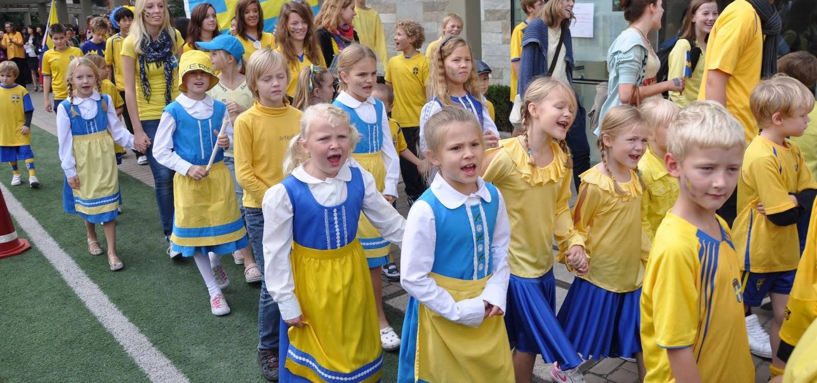 <div class='slider_caption'> <h1>Ett utmärkt sätt att lära känna andra svenskspråkiga barn</h1> <a class='slider-readmore' href='http://sv.wikipedia.org/wiki/Skolplikt'>wikipedia skolplikt i sverige</a> </div>